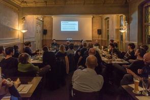 Michael Hauri bei seinem Vortrag über »Visual Storytelling« beim Treffen der FREELENS Regionalgruppe Berlin.