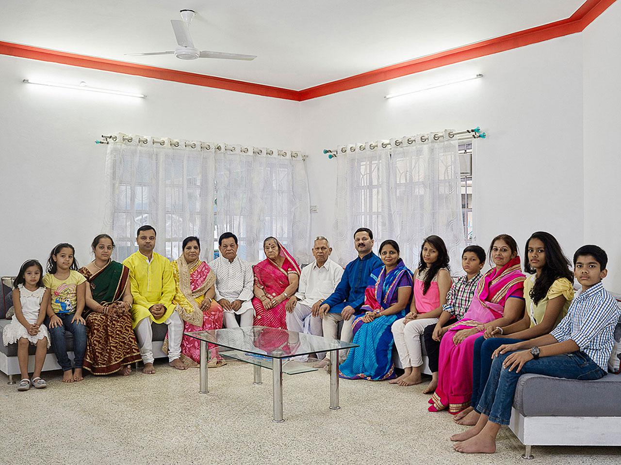 Mehta: 15 Personen leben unter einem Dach – sie teilen sich eine Küche, haben aber sechs Badezimmer und fünfzehn Bankkonten.