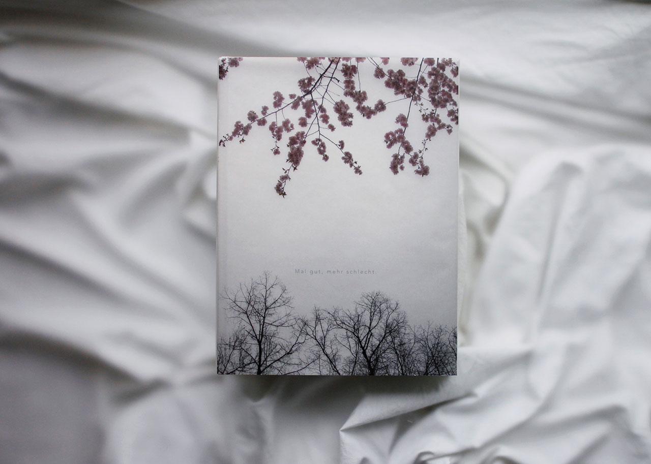 Nora Kleins Buch »Mal gut, mehr schlecht.«, wird zur Eröffnung ihrer gleichnamigen Ausstellung vorgestellt wird und ist ab Ende März 2017 im Handel erhältlich.