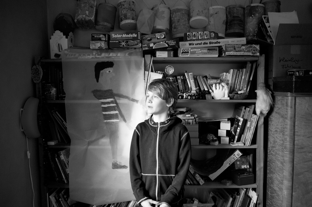 »Viel mehr Spaß als Fotografieren macht mir eigentlich das Anschauen und darauf stolz sein zu können. Deswegen finde ich es besonders spannend, die Bilder zum ersten Mal anzusehen und sich über die schönen unter ihnen zu freuen. Außerdem sind sie mir als Erinnerung wichtig, damit ich weiß, was damals passiert ist. Dafür sind meiner Meinung nach Fotos da.« Marius, 10 Jahre, ist der Bruder von Anna (2005-2012), die in ihren ersten Lebensmonaten an Leukämie erkrankte.