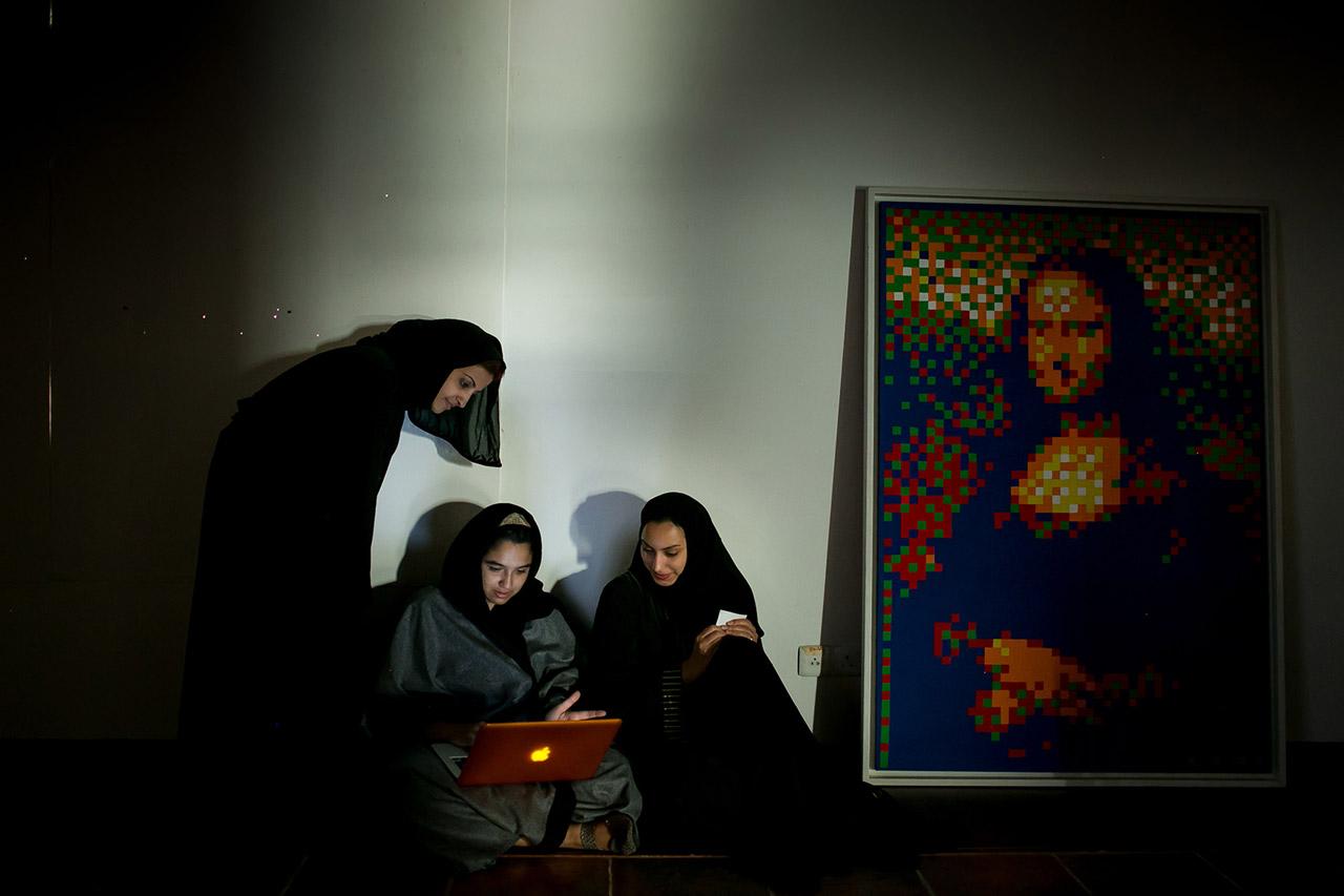 Mit dem Preisgeld des »Stern Grant« setzt Tasneem Alsultan ihre Arbeit »Zwischen Tradition und Moderne – Die Jugend und der Umbruch in der arabischen Welt« um. Foto: Tasneem Alsultan
