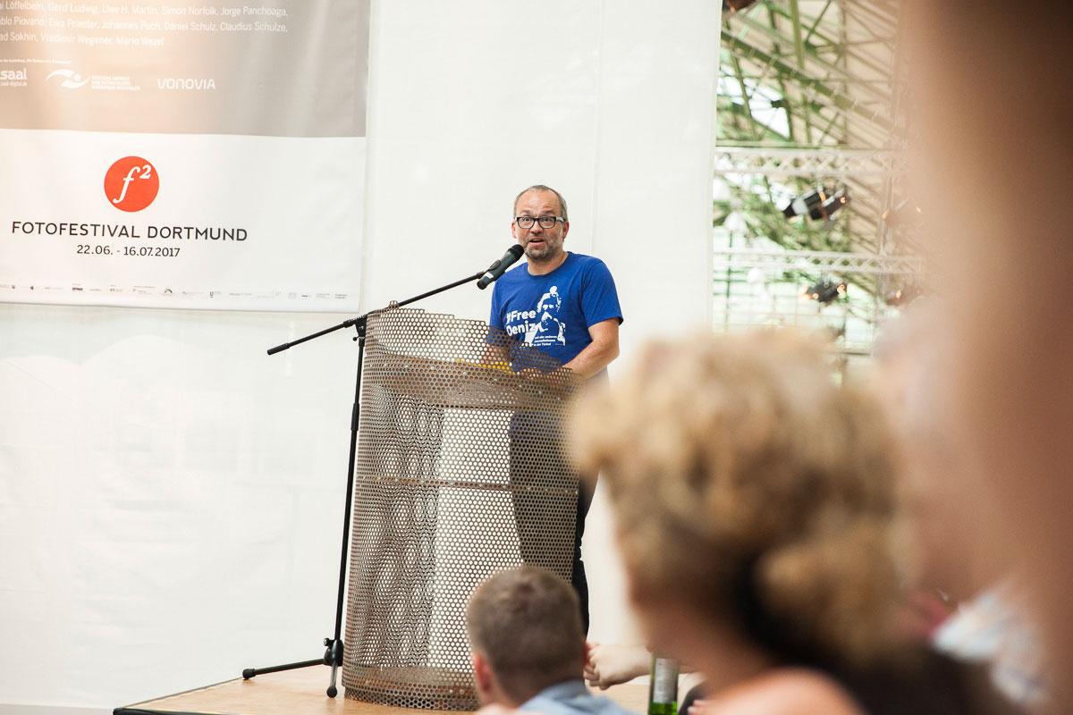 FREELENS Vorsitzender Roland Geisheimer sprach zur Eröffnung des ersten f2 Fotofestivals in Dortmund.