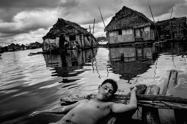 Belén Bajo, Peru, auch das Venedig des Regenwaldes genannt. Aufgrund des schwankenden Wasserstands des Amazonas versinkt der Slum auf Stelzen vier Monate im Jahr teilweise im schlammigen Wasser.