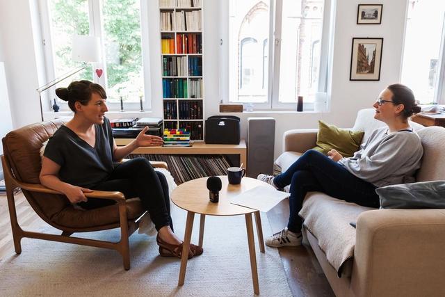 In unserem Podcast spricht Susanne Krieg (links) mit Social-Media-Beraterin Kristina Kobilke über die Fotosharing-Plattform Instagram.